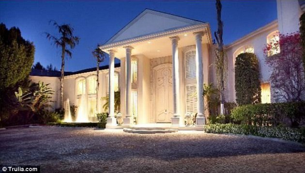Comedian Martin Lawrence Puts Beverly Hills Mansion On The