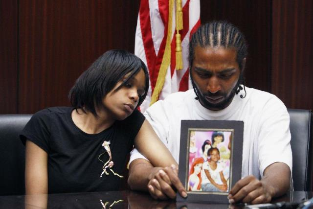 Detroit cop faces 2nd trial in 7-year-old Aiyana Stanley-Jones' death [video]